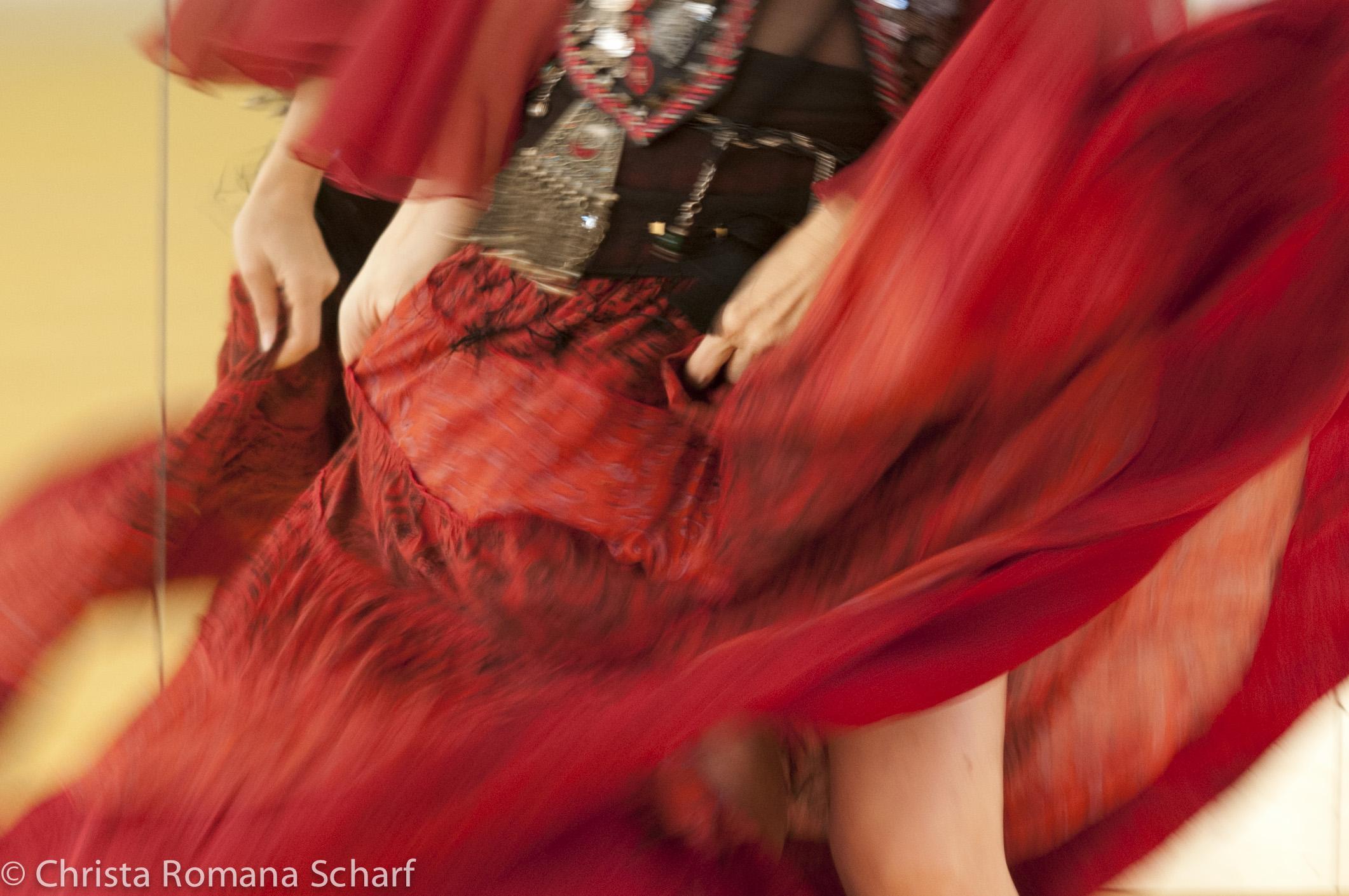 Anna tanzt.