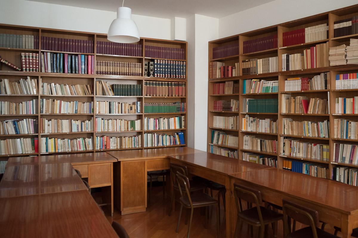 "Bibliothek im ""Papa Giovanni"""